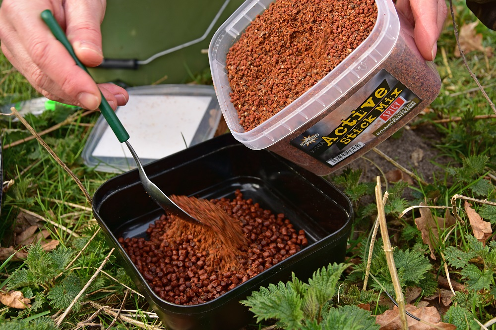 SEQ 1 1) Add a little of Dynamite Baits Actiove Stick Mix into a bait tub with some 6mm Complex-T pellets