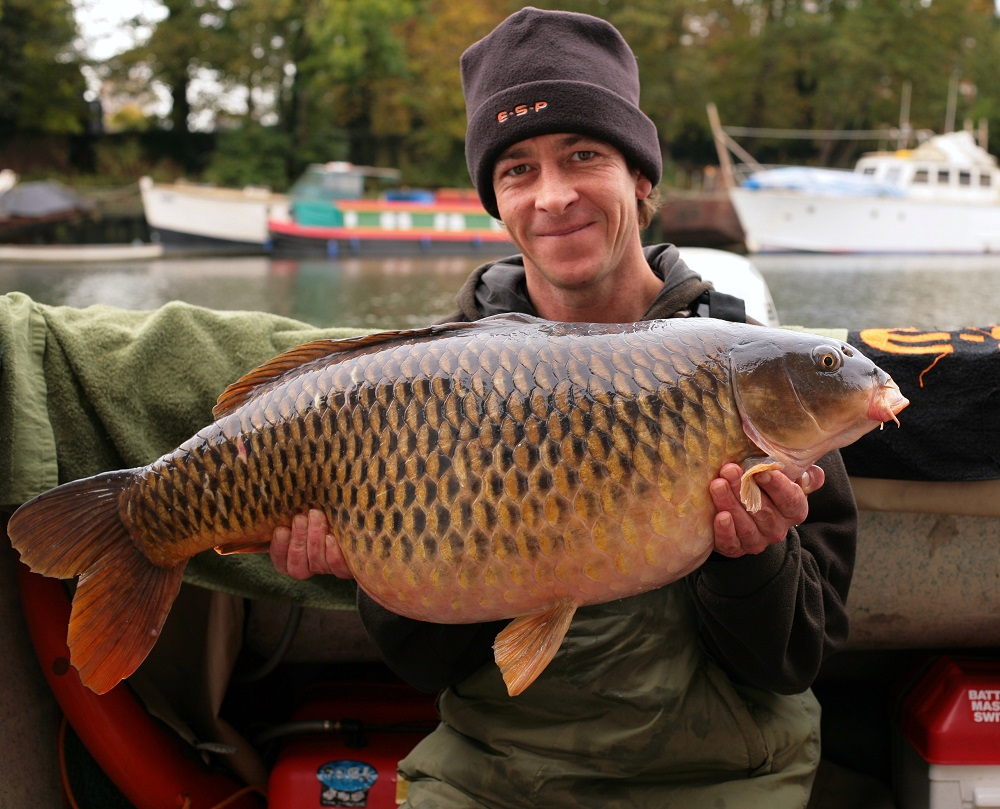 terry hearn with a 29.8 river carp