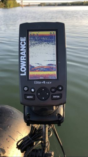 lowrance echo sounder on the river