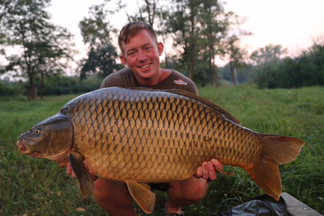 mark bartlett with a sumbar carp
