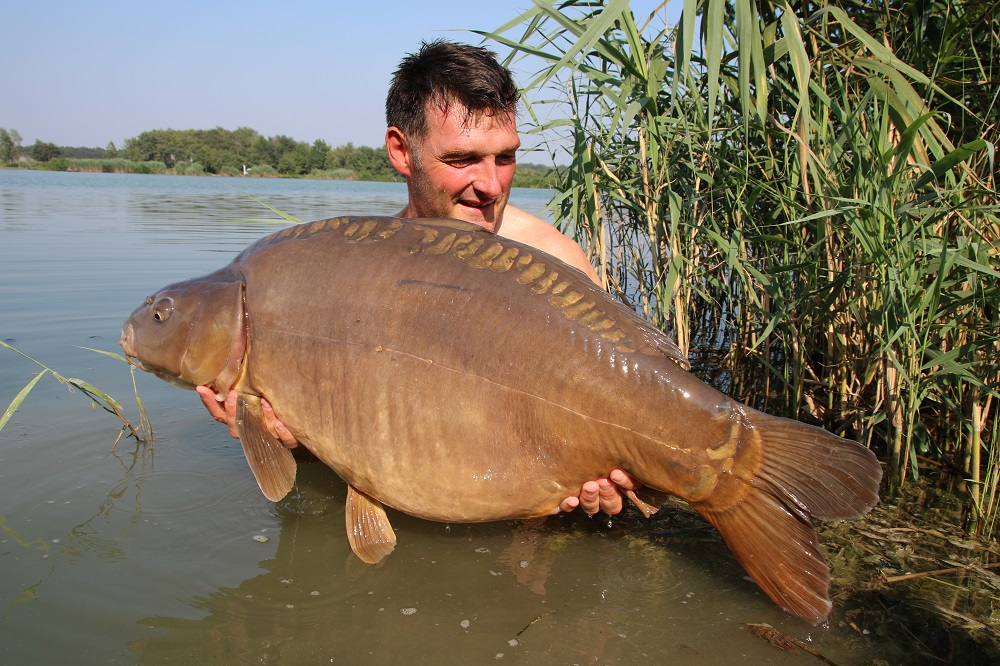 rob hughes with a sumbar lake carp from 2018
