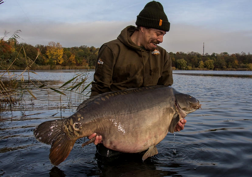 Alex Hager Gandalf carp fishing on the source boilies