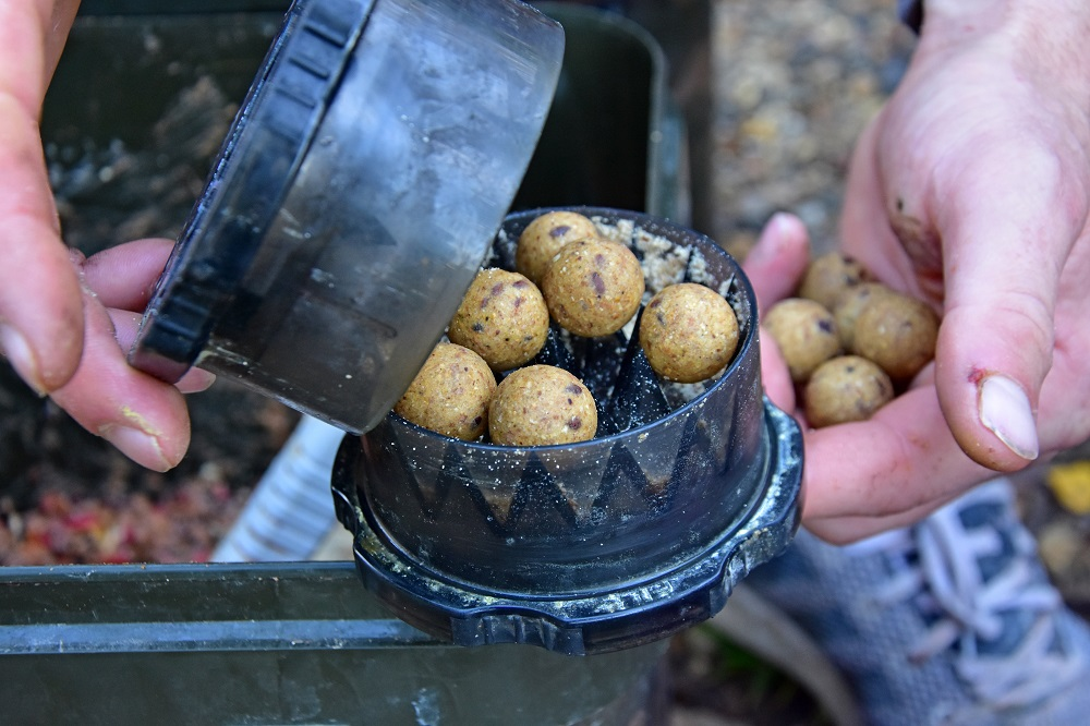 Crushed boilies are better than whole ones in the cold weather