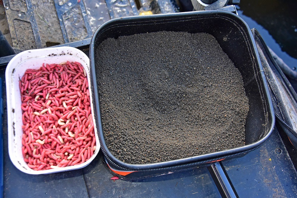 robs simple bait menu - groundbait and maggots