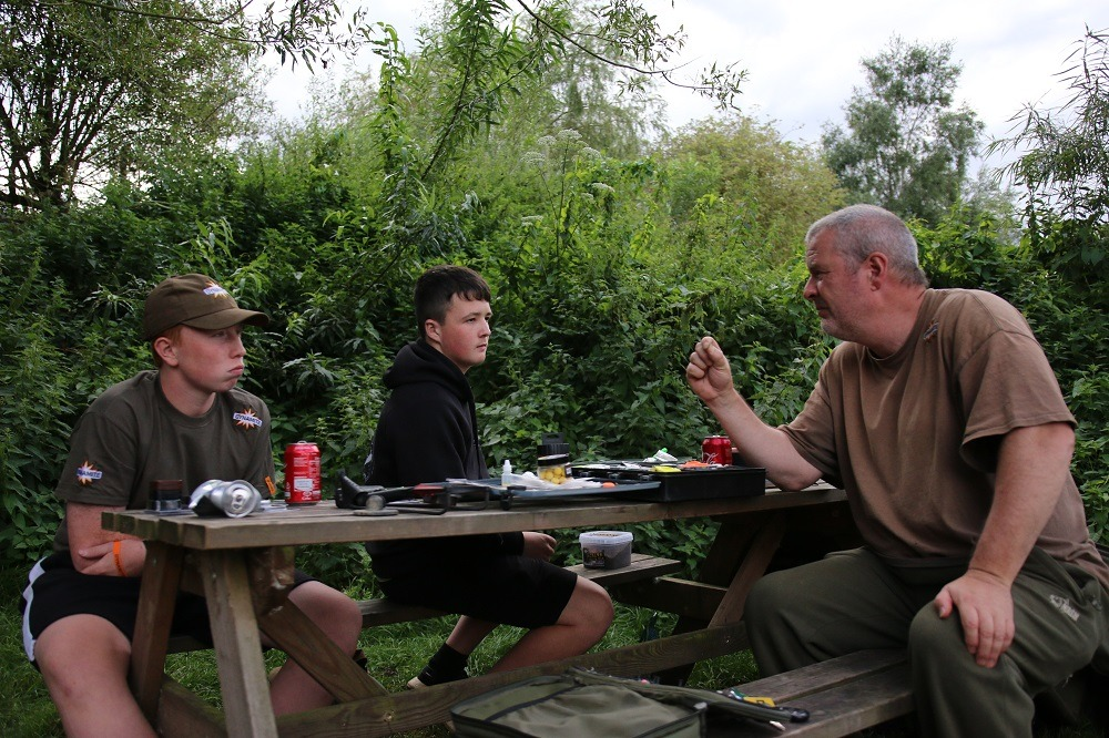 tony gibson giving some carp fishing instruction